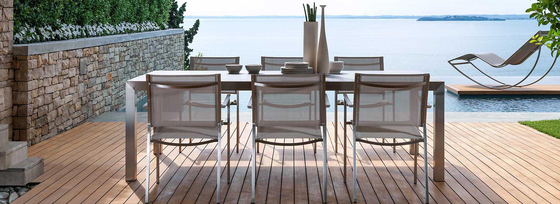 Vivereverde arredi per esterni 3d arredo giardino for Volantino mobili da giardino