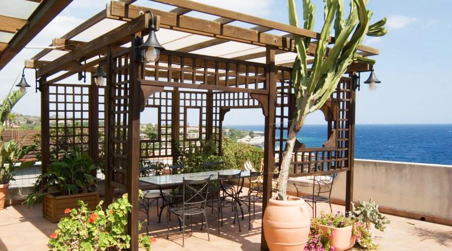 Vivereverde pergole bioclimatiche pergole in ferro for Bricoman arredo giardino