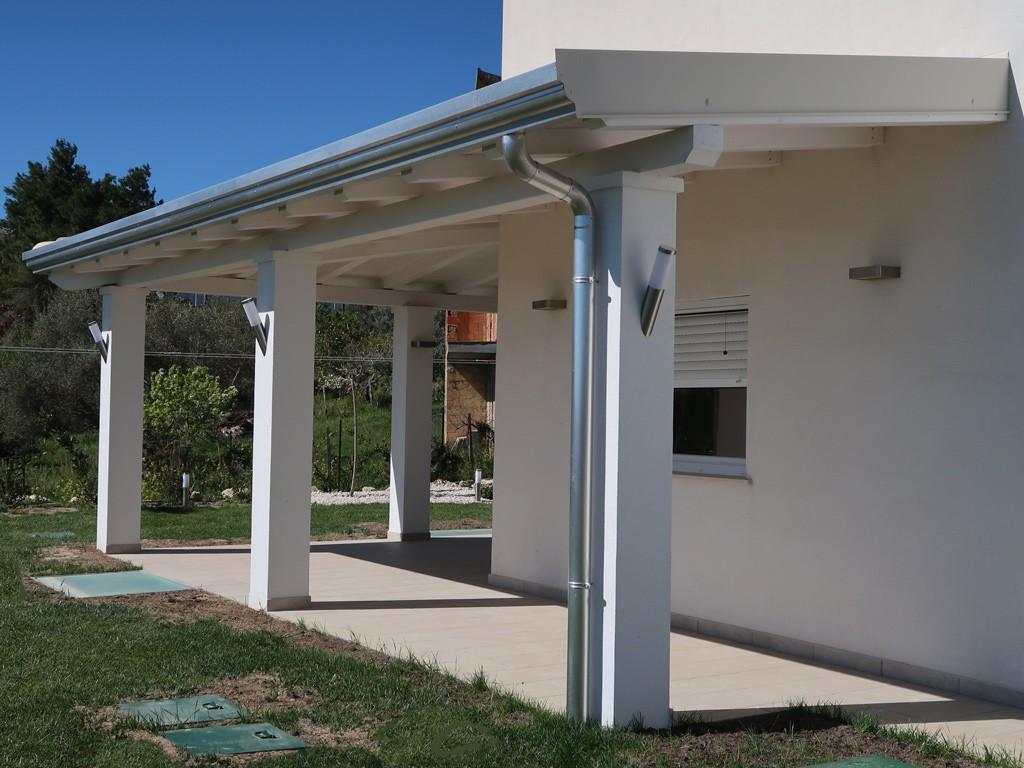 Vivereverde tettoia legno tettoia in legno lamellare for Portico anteriore a trave aperta