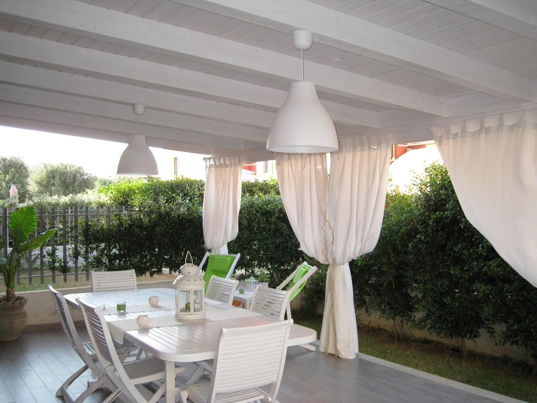 Vivereverde tettoia fotovoltaica tettoia giardino for Immagini di tettoie in legno